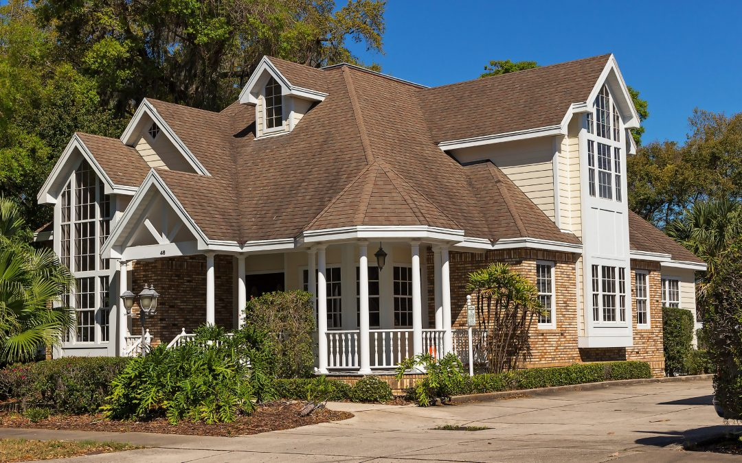 Tips on Choosing the Best Color Combinations for Your Roof and Siding